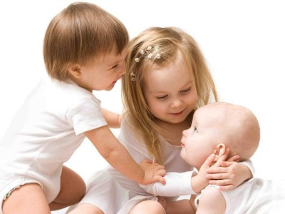 Грижа за бебета и деца